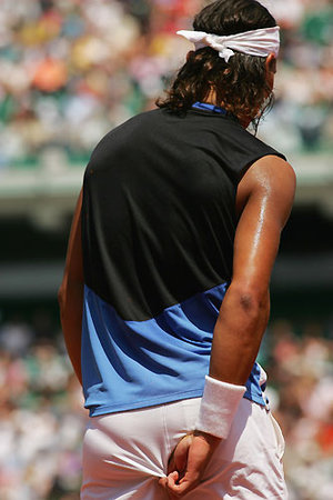 Rafa_picks_butt